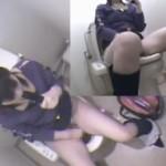 自らバイブを口に咥えて便座に跨りトイレでローターオナニー