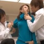 苛めの現場に踏み込んだ女教師が不良たちに輪姦レイプ