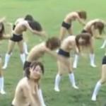 上半身裸でブルマと白靴下だけ着用した女子校生の運動風景
