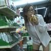 コンビニ露出でバナナを上の口にナスを下の口で野菜挿入【松坂みるく】