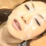 大量のぶっかけ顔射シャワーにより職員室で白濁ザーメン塗れにされる女教師