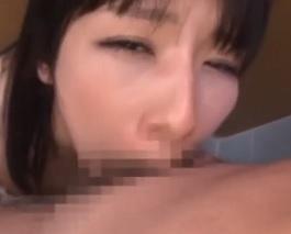 トイレの中でイラマチオされ喉奥にザーメン射精され涙目でこちらを見つめる女子校生