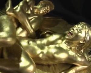 黄金の輝きに魅了された淫らなメス犬が辿る快楽の道程