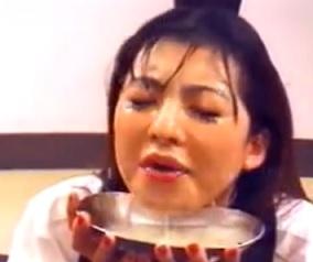 ぶっかけられる精液を溜め込みジョッキ一杯分近いザー汁を飲み干す