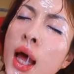 度重なる顔射により精液で真っ白に汚され更に繰り返しザーメンぶっかけ