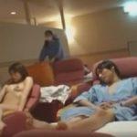 一般客が寝こけるスペースで全裸オナニー絶頂して旅館のお掃除おばさんに怒られる