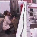 住宅街の屋上で男の股間に縋り付きフェラチオ奉仕して精液を口で受け止めごっくん