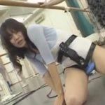 電マ装着したままでのダンスレッスンで股間の振動に堪えきれず崩れ落ち床でびくびく痙攣絶頂