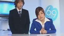 椅子に固定されたバイブに跨りながらのニュース番組で記事を読み上げながらオナニーする変態キャスター