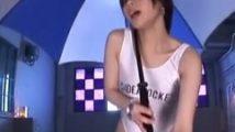 傘をさしてRQなレオタードに身を包み男の肉棒に貫かれて舌出しアヘイキを繰り返す